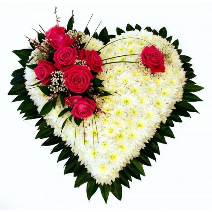 Сердце из живых цветов своими руками
